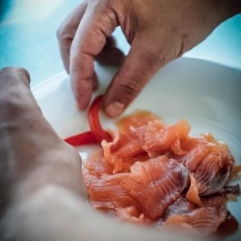 Piatto a base di pesce crudo