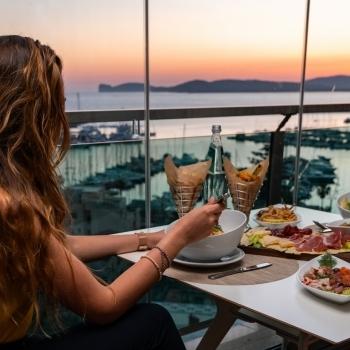 Cena con tramonto allo Skybar