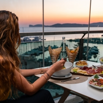 Dinner with sunset at the Skybar
