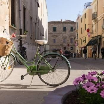 Bicicletta nel centro storico della città
