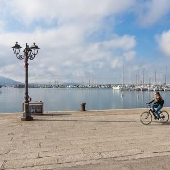 Passeggiata in bicicletta al porto
