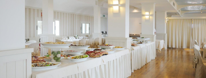 Sala ristorante con buffet