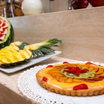 Torte golose e frutti deliziosi
