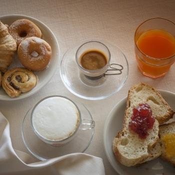 Pasticceria artigianale e bevande per colazione