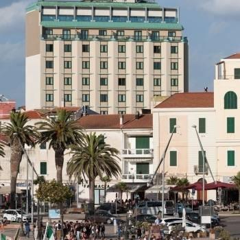 Facciata dell'hotel Catalunya