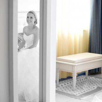 Sposa si prepara per il ricevimento all'Hotel Catalunya