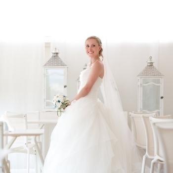 Sposa festeggia il matrimonio all'Hotel Catalunya