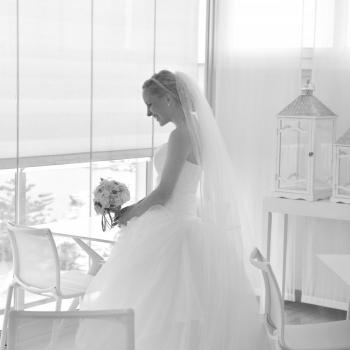 Sposa festeggia le nozze al Blau Skybar