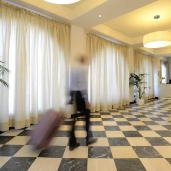 Ospite arriva all'Hotel