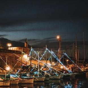 Barche a vela latina nel porto di Alghero